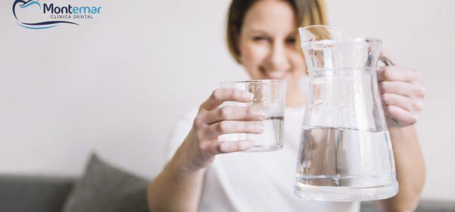 Hidratación bucal: un paso más hacia la salud bucodental.